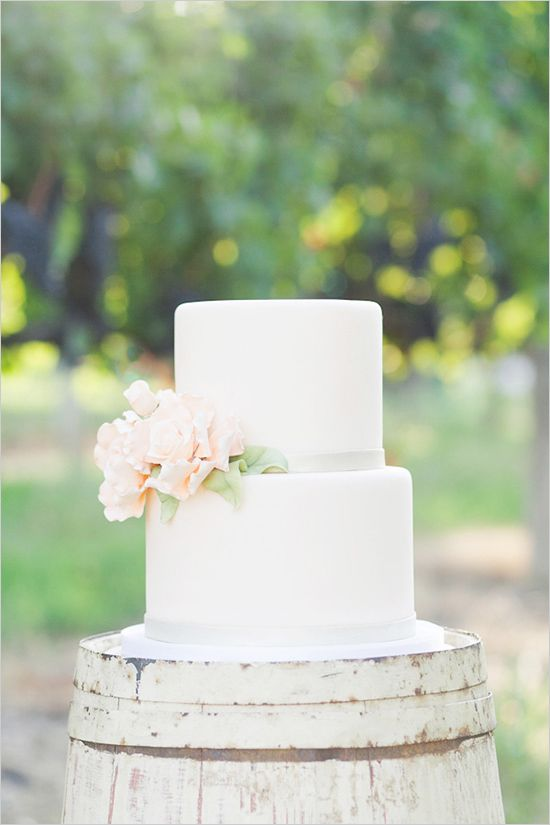 how to make a wedding cake easy 7 sweet simple wedding cakes weekly wedding inspiration 15888