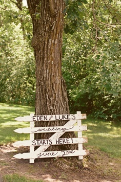 Darlking idea for a DIY Wedding Sign for and outdoor ceremony