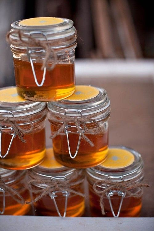 Homemade honey jars for a spring wedding