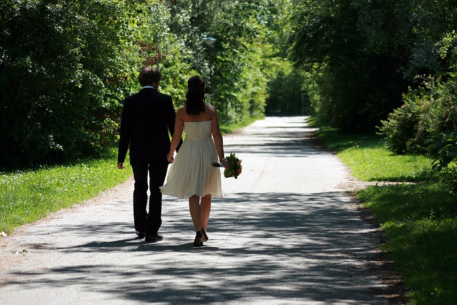 How to pick your wedding day transportation