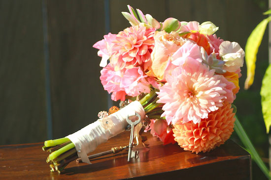 How to DIY your peach wedding bouquet