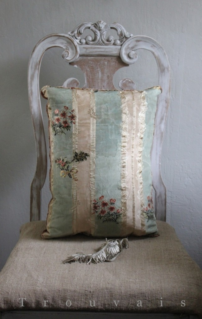 vintage pillows wedding