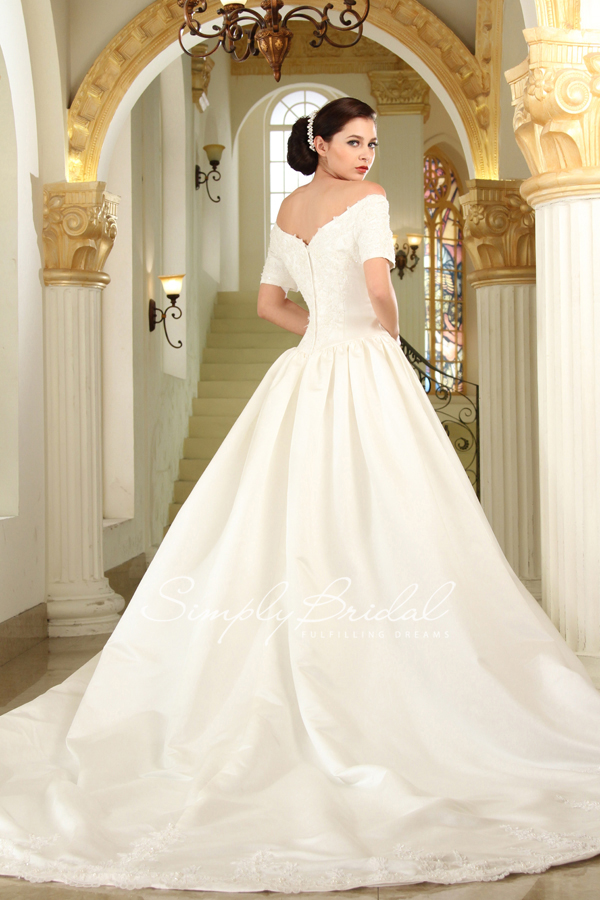 simplybridal u0026 39 s favorite fall 2014 wedding gown trends