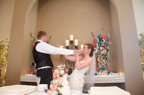 Independence, MO wedding video cake fight