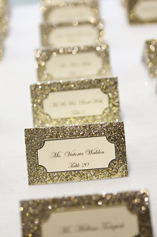 Glitter place card wedding idea