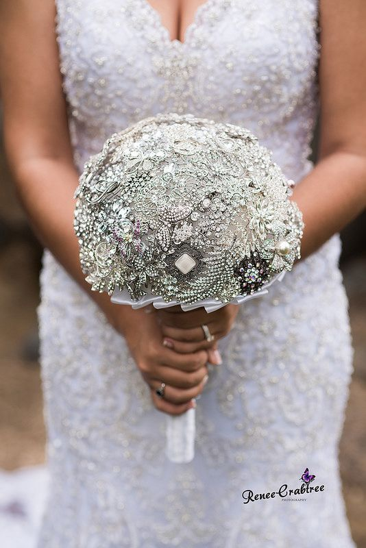brooch bouquet wedding DIY