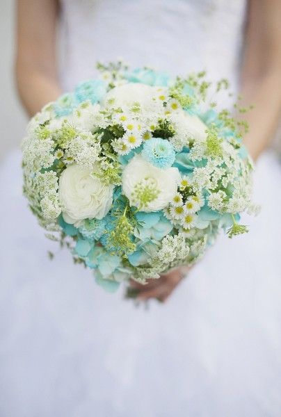 16 freshest wedding bouquet ideas for every season weddingmix blog blue wedding bouquet mightylinksfo