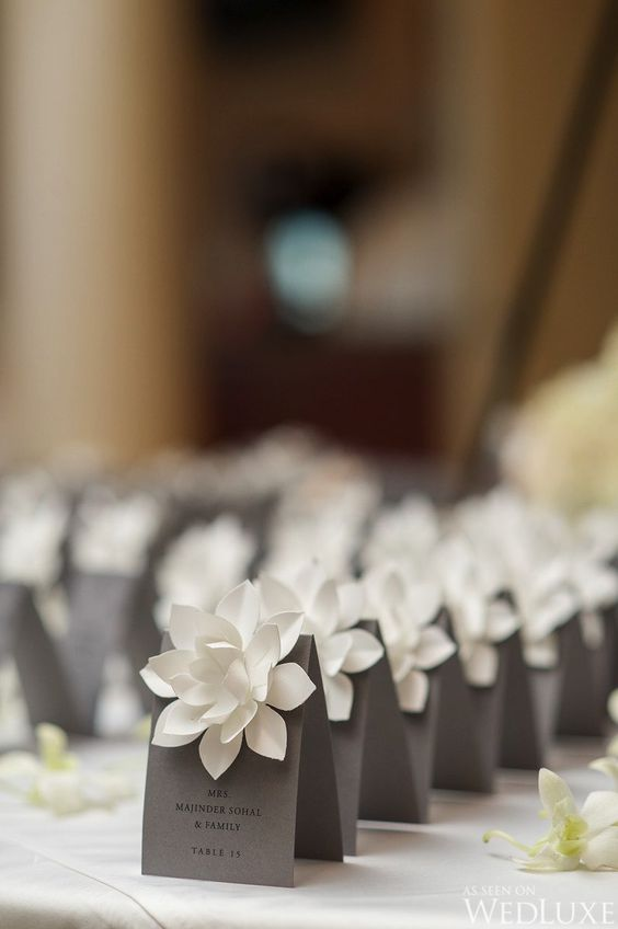 flower table card wedding idea