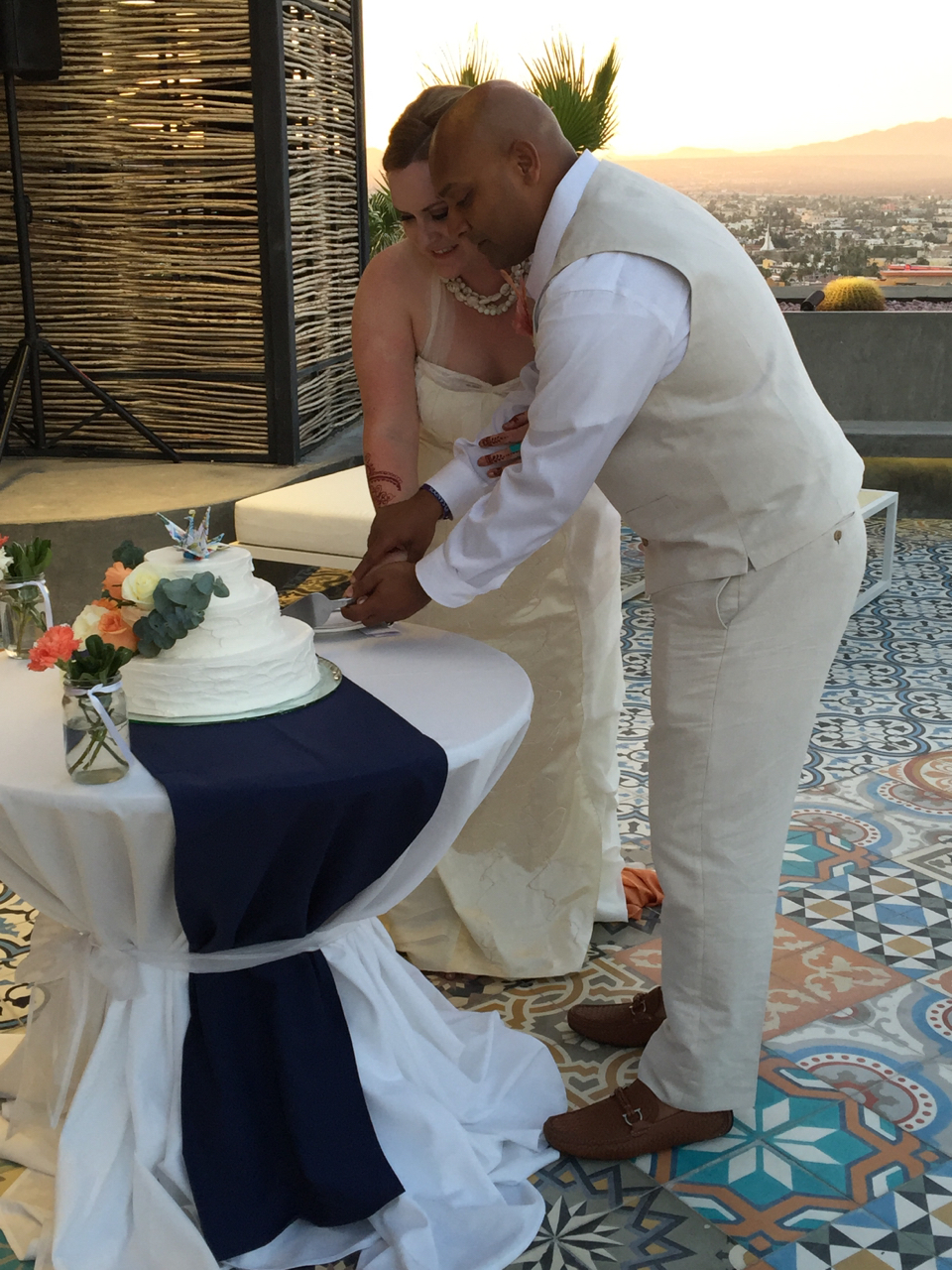 wedding cake cutting songs in spanish wedding in cabo san lucas mexico weddingmix 22344