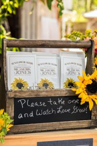 rustic wedding favors - rustic wedding DIY ideas you can actually do